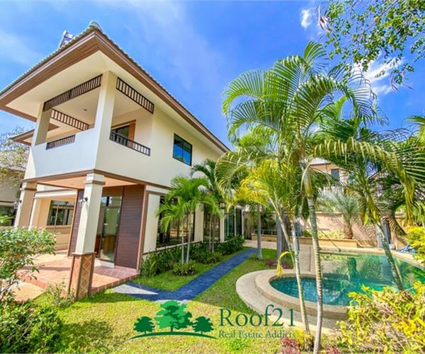 2 storey detached house, land size 104.4 square wah, near Jomtien beach, fully furnished, with private pool. Beautiful, elegant, ready to move in !!!